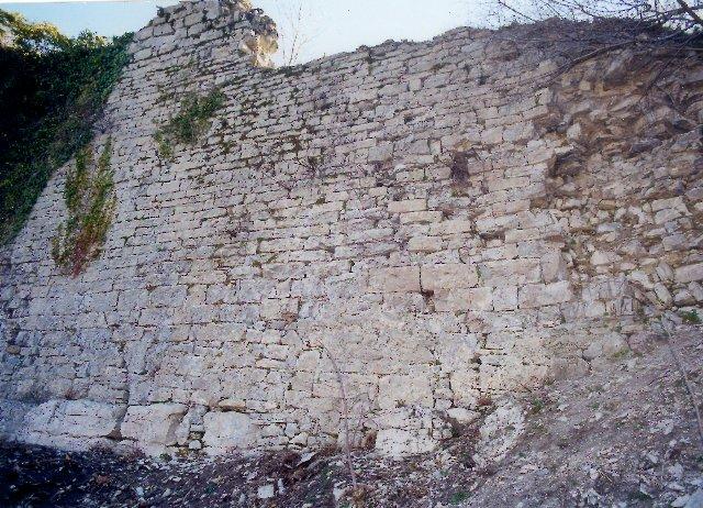 Vissec (Gard) Les remparts