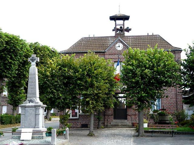 Wambaix 59 la mairie et le monument aux morts