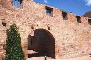 Wasselonne 67 le mur d enceinte du chateau