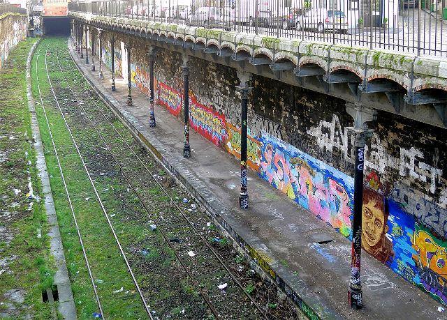 Paris 75 la petite ceinture ferroviaire dans le 18eme